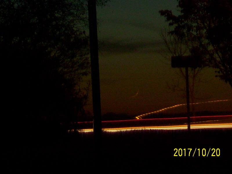 Bulan sabit 1 Shafar 1439 H teramati secara kasat mata dari Blacksburg City, Virginia, Amerika Serikat pada petang hari Jum'at, 20 Oktober 2017.