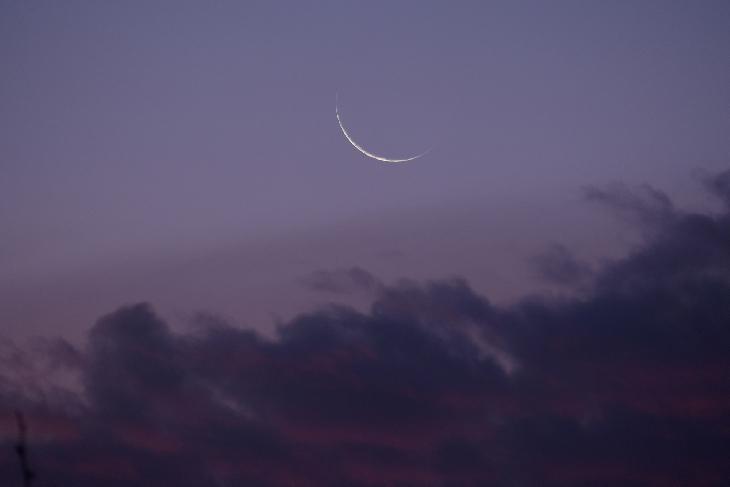 Foto hilal atau bulan sabit 1 Muharram 1440 H dari Santiago, Chili pada hari Senin, 10 September 2018.