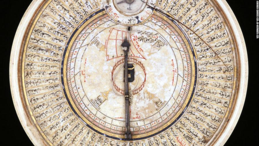 Kompas arah kiblat jaman dahulu.