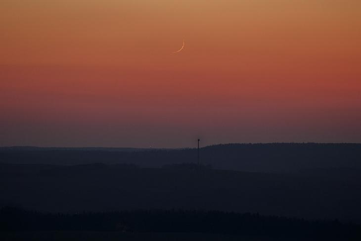 Foto hilal atau bulan sabit tipis 1 Sya'ban 1441 H terlihat dari Saxon, Jerman pada Rabu, 25 Maret 2020 M (Heiko Ulbricht).