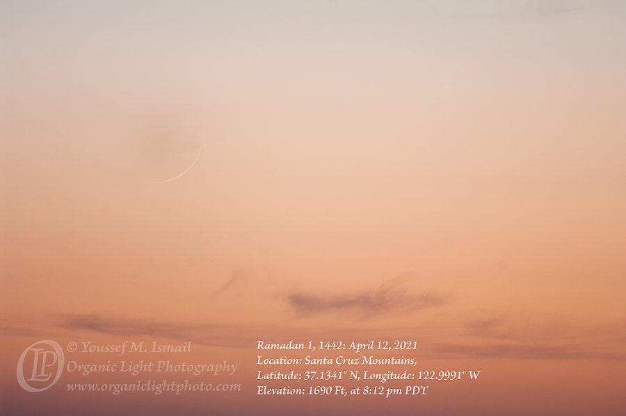 Foto bulan sabit tipis penanda 1 Ramadhan 1442 H dari Santa Cruz Mountains, Kalifornia, AS yang terlihat pada petang hari Senin, 12 April 2021. (Youssef Ismail)